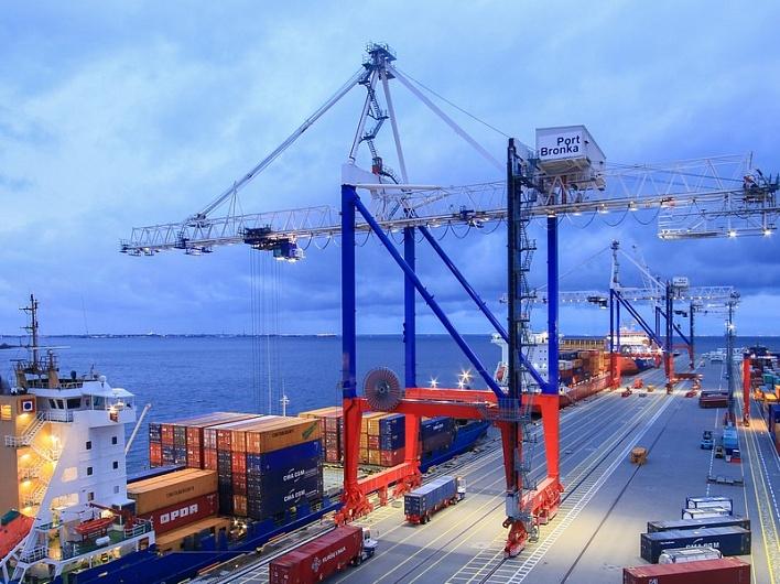 Порт «Бронка» консолидирует грузы для отправки единых партий по Севморпути